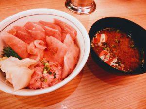 横濱魚萬 岡山駅前店 づけまぐろ二種とまぐろのたたき丼