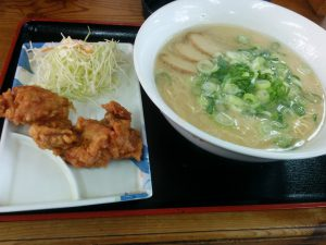 長浜ラーメン 秀やす メンカラ定食 (長浜ラーメン + 唐揚げ)