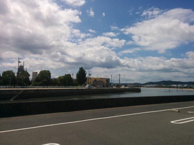 駐車場から眺める海