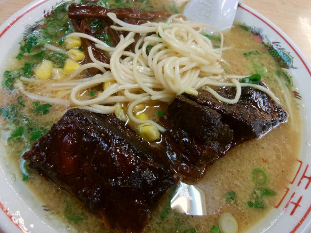 金八ラーメン 太肉ラーメン 麺のアップ